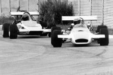Bizzy Brabham BT28 leads Atwell Terrapin March 1975Mk8