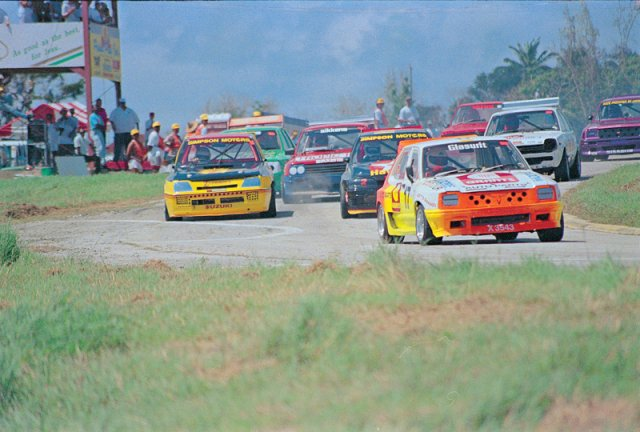 Roett leads the pack B Park 1994